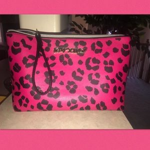 Betsy Johnson leopard handbag w/ cell charger 🙌🏻